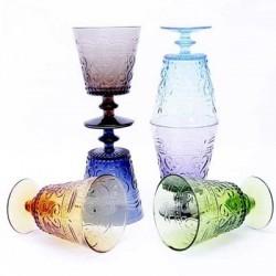 Цветные бокалы и стаканы